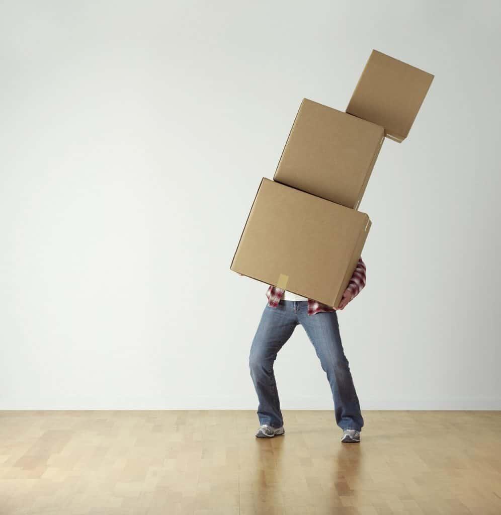 איש מעביר ארגזים