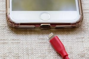 אייפון עם מגן
