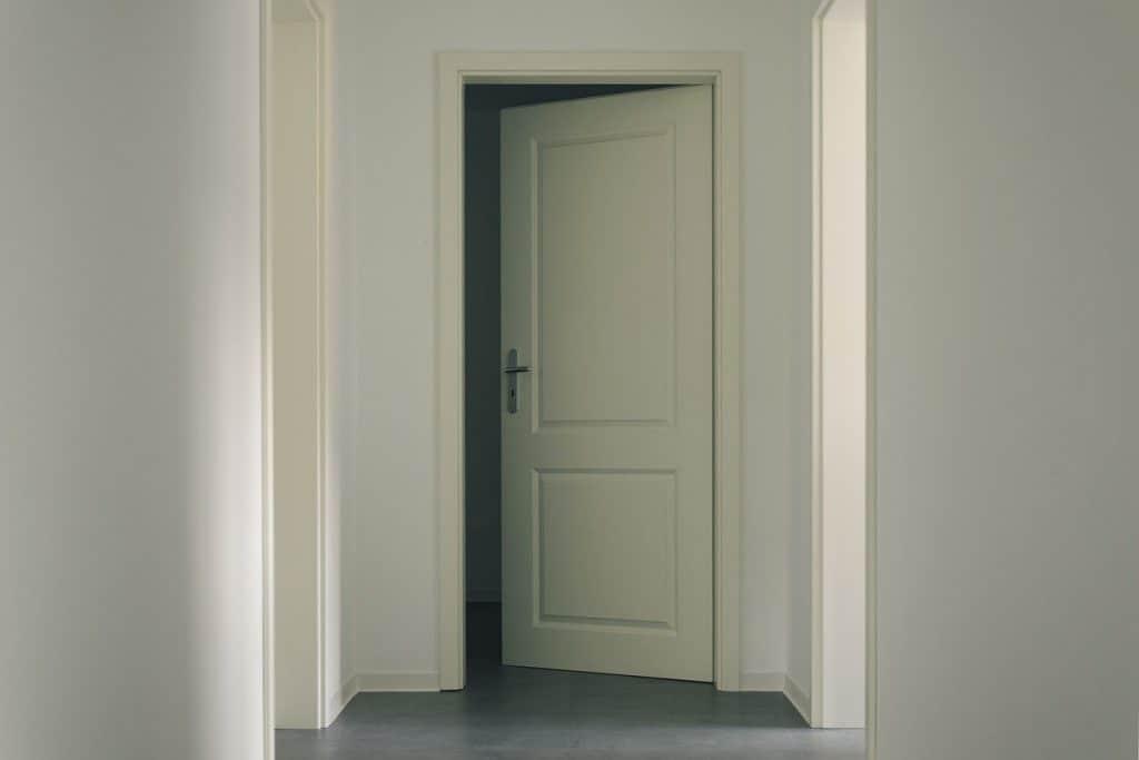 דלת כניסה לחדר