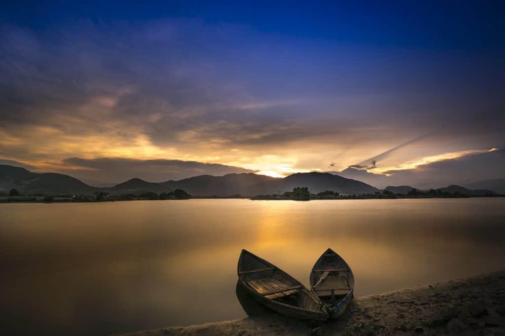 סירות בחוף