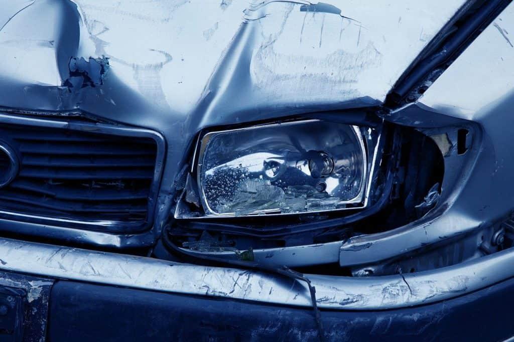 פגע במכונית